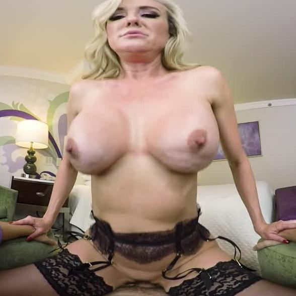 Busty Milf Brandi Love WAnts You T oCum All Over Her